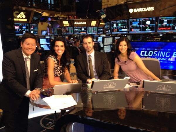 .@Angie_Harmon trying out @CNBCClosingBell anchor chair as @Kelly_Evans snaps the photo! Cc @CardiffGarcia @ylanmui http://t.co/qYUQYBhaqA