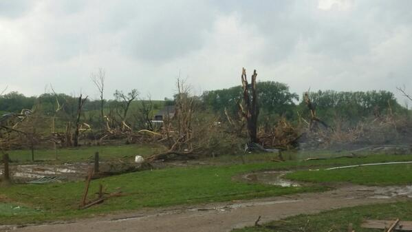"Photos taken north of Stanton, NE #NEwx --> RT ""@Shrub_Remter: Tornado damage North of highway 275 http://t.co/lY2EA8aKiX"""