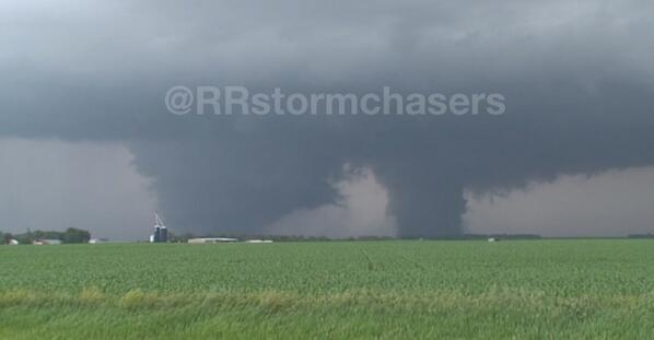 Large twin #tornadoes near Lyons, NE earlier. #newx @TWCBreaking http://t.co/xK8D7Wq22h