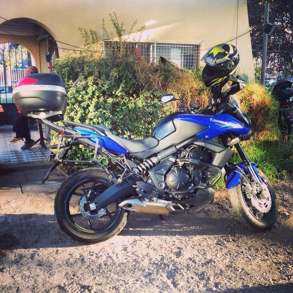 Me asaltaron y robaron moto en R. Pérez Zujovic: Pat. IC259, Kawasaki Versys Azul c caja RT! http://t.co/zsCwcm8T0c