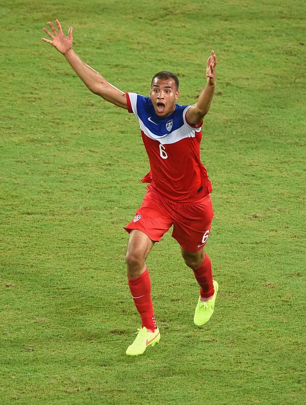 John Brooks celebrates the late goal that gives the United States a dramatic win. (@SportsCenter/Twitter)