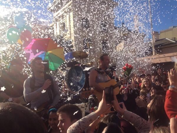 Take two for @coldplay this time with confetti stars raining down on Newtown #ASFOSvideo http://t.co/XhwlvjGGXn