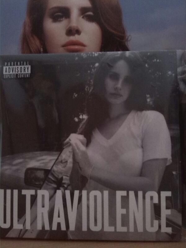Charts/Ventas » Ultraviolence (Álbum) [#1USA/UK/WW/AUS/CAN/NZ/FIN/ESP #2IRL/SWI #3GER #5NED #6SWE] - Página 2 BqU29SnIcAEWIUY