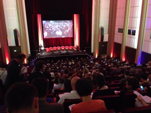 Le monde économique bouge ! 1000 participants aux 1res assises de l'#EconomieCirculaire à Paris http://t.co/bCXW0lQgtZ