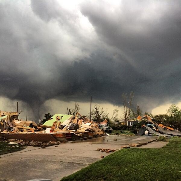 Amazing picture of twin tornadoes in Pilger, Nebraska yesterday from @reedtimmerTVN! A rare event indeed. http://t.co/hcvtSWGMqV