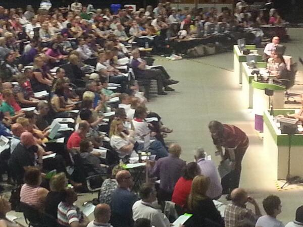 I count 8 delegates sporting white t-shirts lining up to put questions to SOC report #uNDC14 http://t.co/XoJDPwq9IU