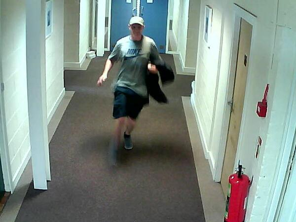 I've just been robbed by this man, any Liverpool peeps think they know him? Police on way. http://t.co/YIeTShDAx6