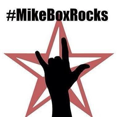 """My friend is losing his battle with cancer. We're doing """"rock horn"""" selfies in support. Please join! #mikeboxrocks http://t.co/g0zwuiyfKb"""