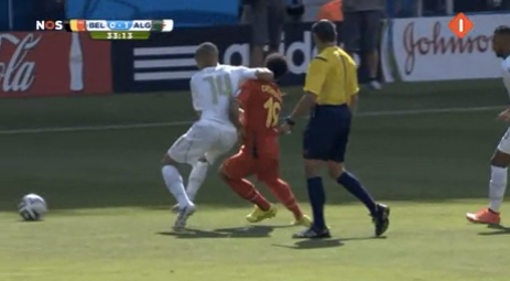 BqWP zrCEAAfSdu Spurs battle! Nabil Bentaleb cracked an elbow on Mousa Dembele   only booked! [GIF]