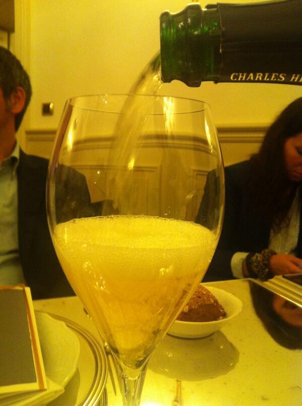 @CarloVischi e siamo arrivati a #charles2000 #charliesway #champagne http://t.co/1aOscpWnyR
