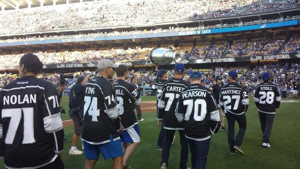#LAKings bring the #stanleycup to Dodger stadium @KellyHockeyHall @HockeyHallFame @NHL http://t.co/E2UskjP5P4