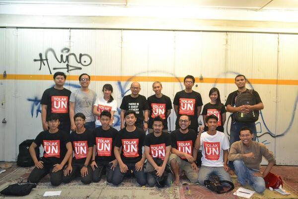 Pejuang #TolakUN Yogyakarta saat Kopdar ketiga. Kamis, 12 Juni 2014. Bersama Prof @iwanpranoto. cc: @AyoTolakUN http://t.co/rxCDE8TnDF