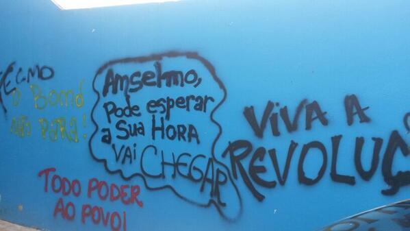 Acabo de receber imagens de pichações ameaçando o radialista  Anselmo Tavares http://t.co/QRSPg8wBSC