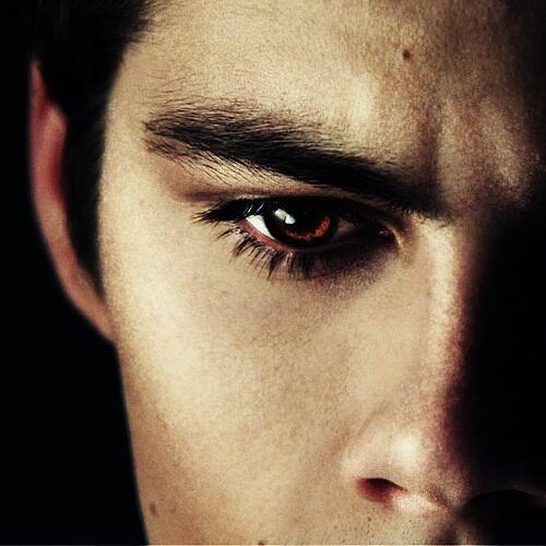 ok dylan o'brien's eye tho http://t.co/jkfhb3qBPw