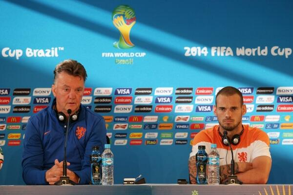 Longest transfer saga ever! Sneijder says hed consider Van Gaal offer to join Man United