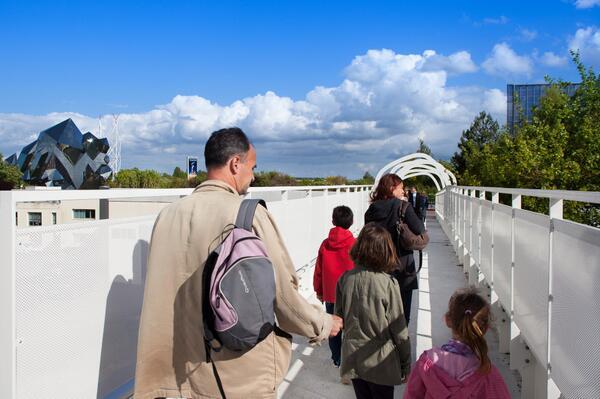 Nouvelle passerelle d'accès Parc - Hôtel du Futuroscope - Page 4 BqaRecfCMAAwftp