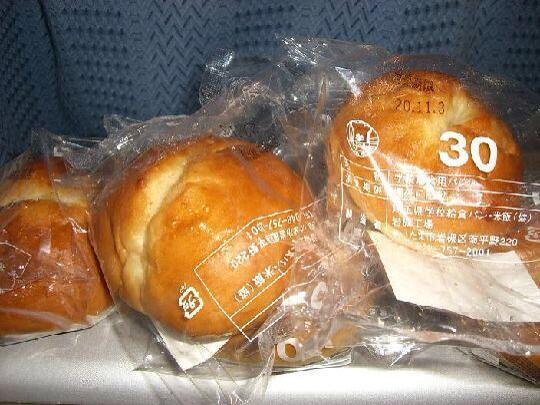 エセ埼玉県民「生まれも育ちも埼玉県民です」埼玉県民「給食のパンでさぁ?」エセ埼玉県民「あ!メロンパンですよね!おいしかったですよね!」埼玉県民「さきたまライスボールだろうが、殺せ」 pic.twitter.com/6tAWijtwDL