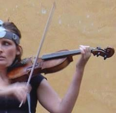 Friend's late father's violin stolen June 17th from her North London home. Hard black case, grey inside. Pls RT http://t.co/Cq9XEY9OgE