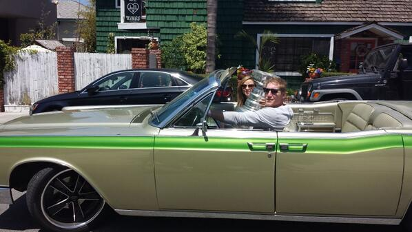 #stanleycupchampions Matt Green goes for a cruise with #stanleycup @KellyHockeyHall @HockeyHallFame @LAKings @NHL http://t.co/VQy8aH36h8