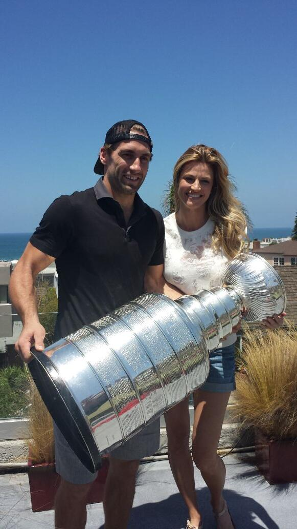 """@keeperofthecup: #stanleycupchampions @jarretstoll and girlfriend @ErinAndrews  @HockeyHallFame @LAKings @NHL http://t.co/jFumTpBd8x"""