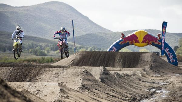 Mark your calendars, @redbull #StraightRhythm returns in 2014 bigger than ever: http://t.co/xdtkEi4EEc http://t.co/pe2aMf3RqM