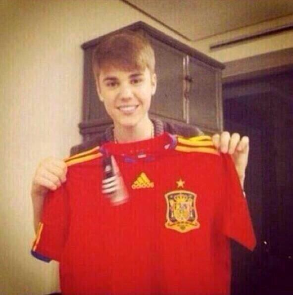 The real reason why Spain have been so terrible.. #WorldCup2014 #Spainvschile http://t.co/impOomvVWz