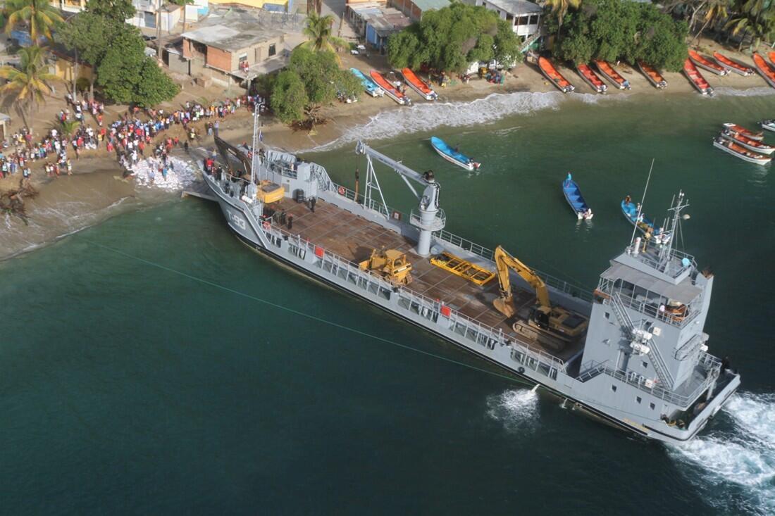 Escuadrón de buques anfibios y servicios BqcqcruIEAAIc7G