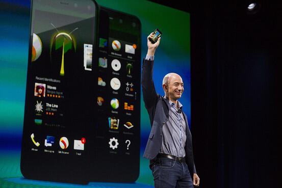 アマゾン、初のスマホ「ファイアーフォン」を発表 on.wsj.com/1phfURB (Bloomberg) pic.twitter.com/3mxORzLPTJ