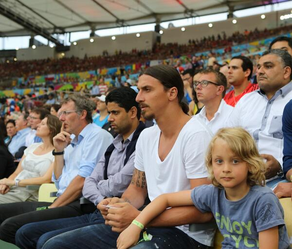 BqdTWUKCIAEIYSc Zlatan is in Brazil! Ibrahimovic spotted in crowd for Spain v Chile game [Picture]
