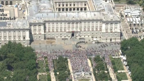 El escaso apoyo popular en las calles a Felipe VI BqfH_tXIYAIot-T