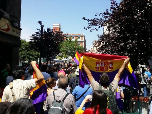 Un grupo crece en Tirso de Molina a pesar de tanta prohibición #FelipeVIL http://t.co/yoZOjBb34d