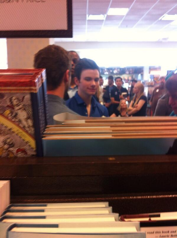 .@chriscolfer in line to meet #HillaryClinton @TheGroveLA http://t.co/ZSGd1ZViA3