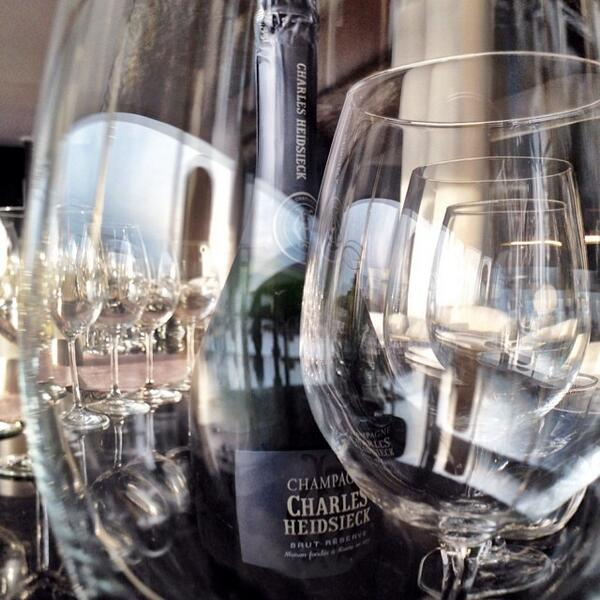 Through the glasses #charliesway #champagne #roma http://t.co/c8kdf8guOl http://t.co/Os422AlWpk