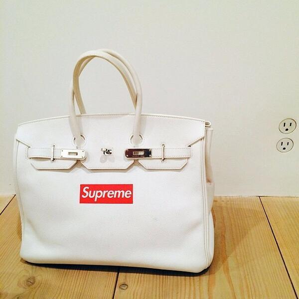 """a5b3a24b98a7 """" ComplexMag  Yoooo ---  RT  Four Pins  WOW custom Supreme x Hermès Birkin  Bag pic.twitter.com lAjRqDr7Ut"""""""