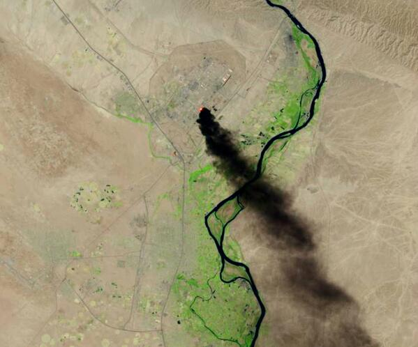 Satellite image of smoke from the burning Baiji oil refinery complex near Baghdad, Iraq, released by @USGS & @NASA. http://t.co/ZyBev6Qjj9