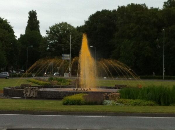 Het is weer eens zo ver! De tijd was er ook rijp voor #oranje #Floraplein http://t.co/1Sgyj05H7R