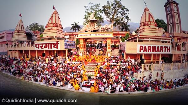 Quidich at the Ganga Aarti with @aajtak...