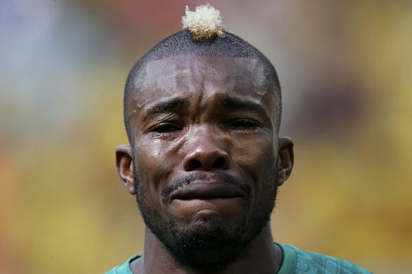#WorldCup2014 Moments: #IvoryCoast's #SereyDie breaks down in tears during national anthem  http:// bit.ly/1w2jfbg     <br>http://pic.twitter.com/99gA6KJiRm