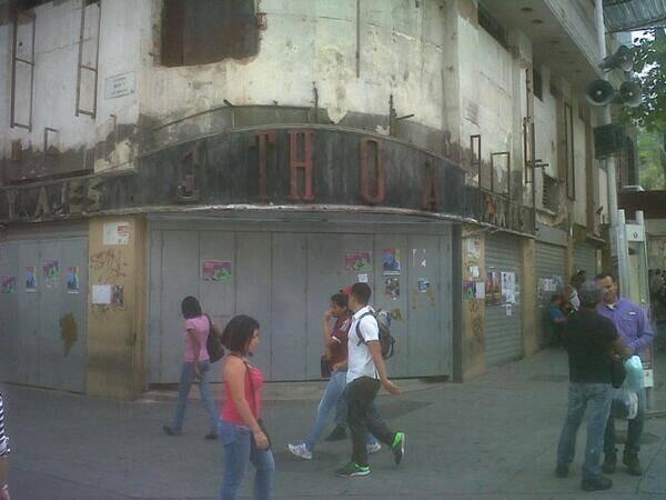 No es La Habana.... Es la fachada de lo que fue La Francia, hecho en Zoocialismo http://t.co/AxcHjaGCdV