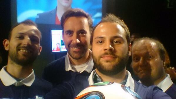C'est la cohésion et l'esprit d'équipe qui fera gagner la #FRA  #RTSmondial  avec @cdeniaud & @Kriisiis ;) http://t.co/TnDiI5ueg9