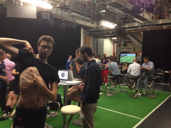 On est sur le terrain et on sait pas ce qu'il faut faire. C'est confirmé: on est bien des joueurs suisses #RTSmondial http://t.co/yAmiiB13Nd