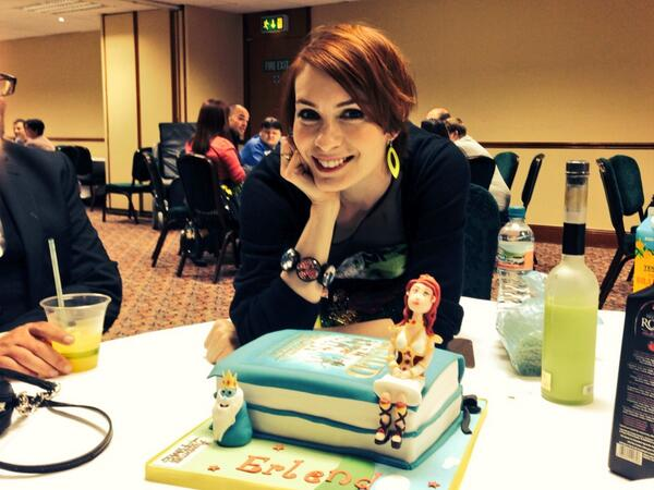 Um @feliciaday witnessed the best birthday cake ever at Invasion Starfury event! http://t.co/imebHCRy9l