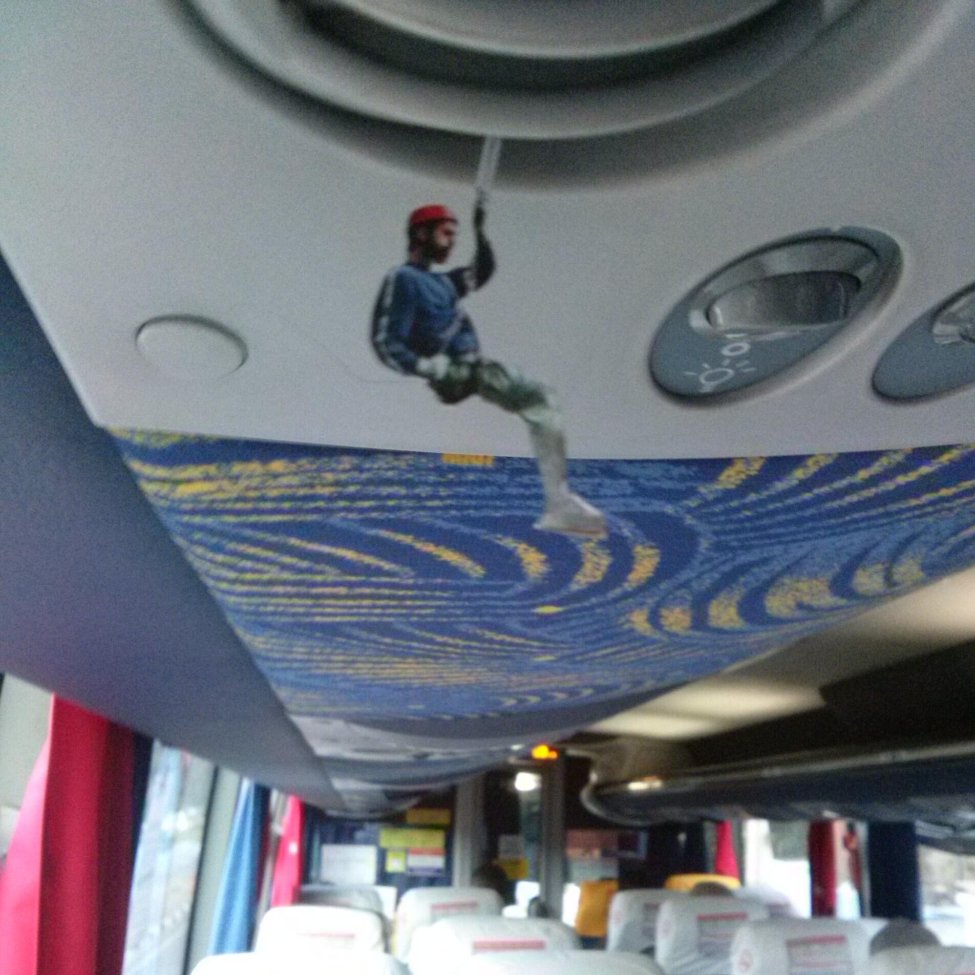 a fotocollage permite rapel dentro do ônibus, por exemplo :) http://t.co/rmHuPnWdOL
