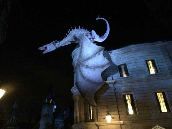 The dragon above Gringotts bank is amazing! #diagonalley #harrypotter #universalorlando #wizardingworld http://t.co/AmPpXHrvY4