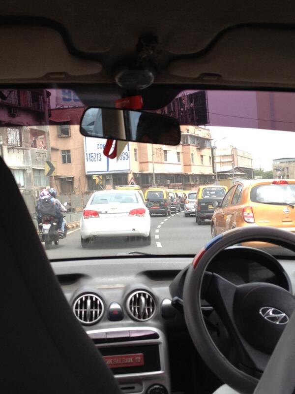 Terribly slow moving traffic southward on JJ flyover @TrafflineMUM #Mumbai http://t.co/Xfeap6eIYB