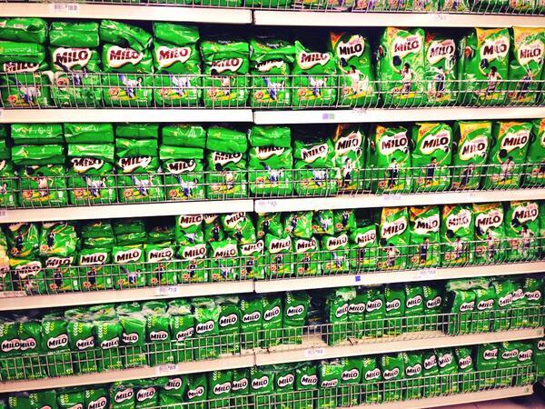 はじめてフィリピンに来て現地のスーパーに入ってみたんですが、この国はめっちゃミロを推してるのが良く分かりました http://t.co/osvj8p2Jt1