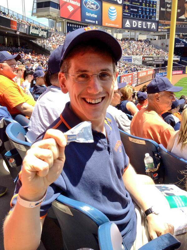 We are underway here for #SUYankeeDay! Just handed out an SU alumni pin to @polysciguy '11 http://t.co/QpG1YJcTwK