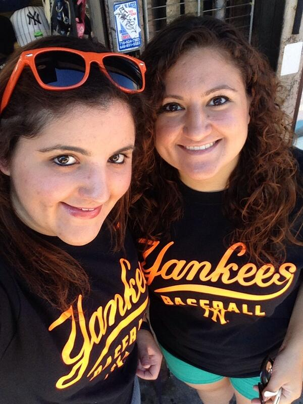 Here showing our 'Cuse pride at the Yankee game #SUYankeeDay http://t.co/mw3COGK55b