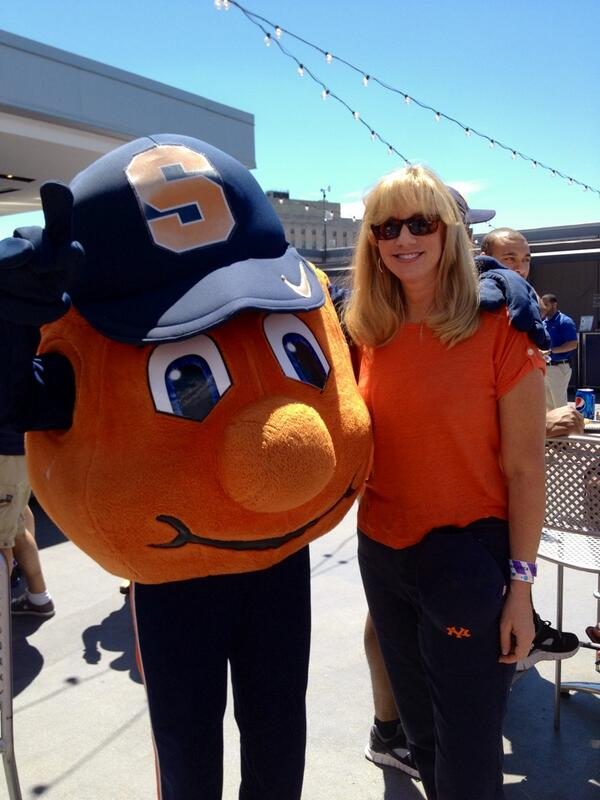 Hanging out with Otto at #SUYankeeDay! http://t.co/wt418nsPAW