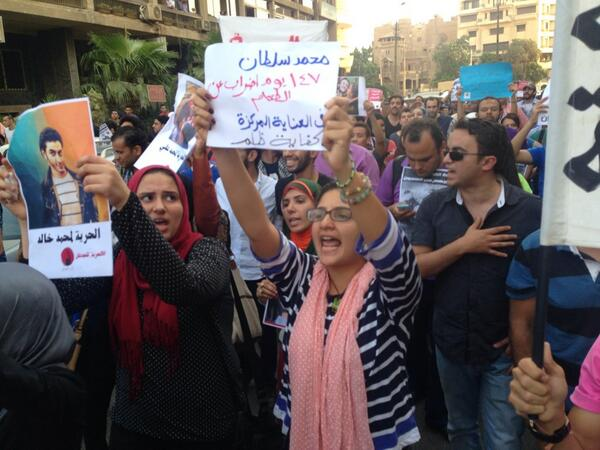 . @Monasosh, one of Egypt's leading detainee advocates, marches in solidarity with prisoners, incl her brother @alaa http://t.co/wwWwK8jgUj